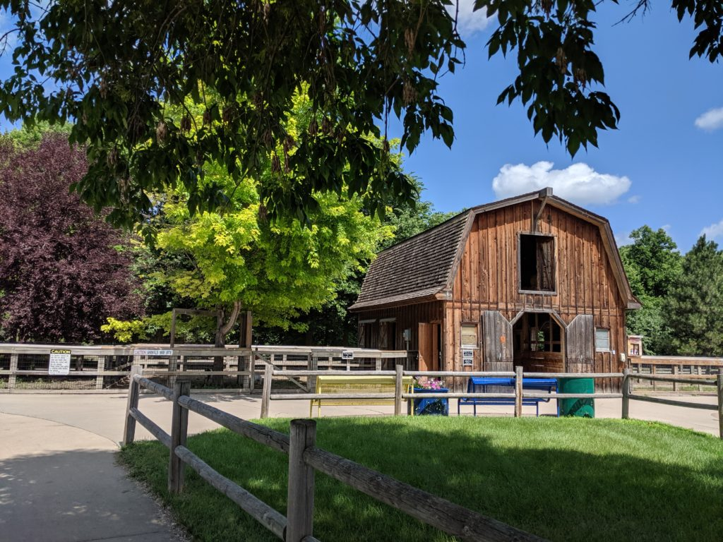 photo of a barn | our trip to storybook land in aberdeen sd